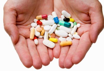 ערמת תרופות קונבנציונליות לטיפול בפיברומיאלגיה